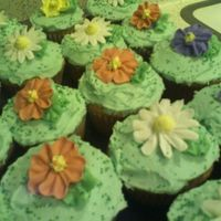 Flower Cup Cakes Spring cupcakes. Royal icing flowers and butter cream icing. Green sprinkles.