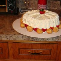 052.jpg First time doing a fresh strawberry cake.