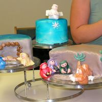 Nativity Cake My first attempt at MMF and figures. Not perfection but everyone at the Christmas Party loved it. All ideas came from this great site....