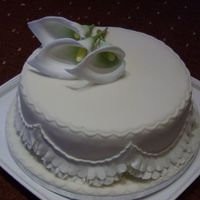 Cala Lily Rich fruit cake marzipan and ivory fondant with cala lily's, garrett frill simple yet effective