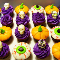 Halloween Cupcakes White chocolate skulls, fondant pumpkins and eyeballs