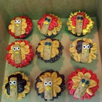 Turkey Cuppies   Thanks to Creas for the inspiration. I had some left over icing, so I decided to give these cute little guys a try. Super fun to make!