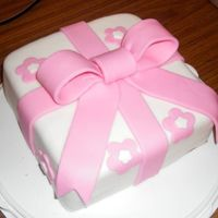 Pink Giftbox   I made this for a fondant class from wilton :) I love love love giftbox cakes!