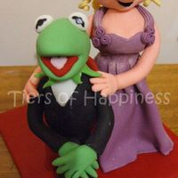 Kermit And Miss Piggy fondant figures made to match a wedding photo (pose, clothing etc)