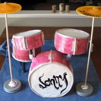 Drum Cake This was a drum cake i did for my brothers birthday. The snare is the only real cake part (four layers banana cake with cream cheese...