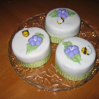 Mini Bees Cakes personal mini cakes fondant bees and flowers with ribbon