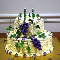 E_Cake_27.jpg Grapes and ivy on yellow butterceam.