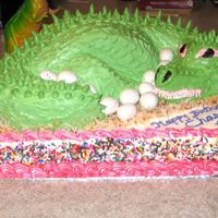 T-Rex_Cake_001.jpg T-Rex sitting on her nest