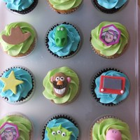 Toy Story Cupcakes   Mmf decorations except the Buzz rings :)