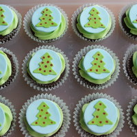 Christmas Cupcakes   Mmf toppers with food writer circles
