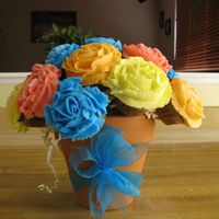 Cupcake Bouquet This is made with 16 mini cupcakes.