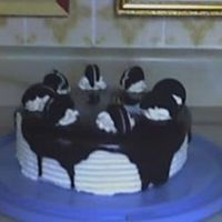 Oreo Cake French vanilla cake with Oreo buttercream filling,covered with Whipped cream & chocolate Ganache.
