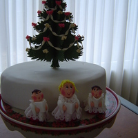 Christmas Singers Fruitcake with mazipan and fondant.Modelingpaste christmastree and singers