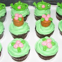 Gardening Cupcakes FONDANT RIBBON ROSES, FLOWER POTS, AND WATERING CANS INSPIRED BY THE FROSTED CAKE N COOKIE BLOG