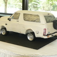 Ford Bronco The customer wanted the cake to have all the rust marks, dents, scratches, bent bumper, etc.. that the real birthday boy's truck had....
