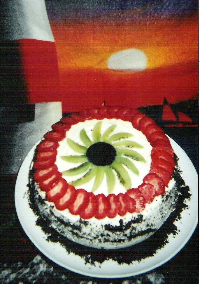 001.jpg I made this cake, 4 my sister-in-law Birthday.