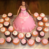 Barbie Fondant dress... Cupcakes to match.