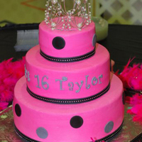 Sweet 16   Buttercream w/MMF accents. Ribbon border.