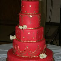 Simply Red Simply Red uses a few different techniques including quilting, royal icing piping and rope borders. The cake was accented with gold beads...