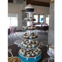My First Cupcake Tower! Red Velvet, Cookies & Cream and Classic Vanilla Bean