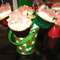 Poinsettia Cupcake Bouquets For the holidays, I made bouquets for each member of my family. It was made of buttercream.
