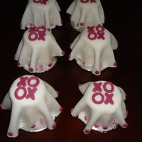 "Dsc01201.jpg   Cupcakes with fondant ""drapes"" over them."