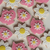 Kitchen Tea Favors Vanilla cookies made using Antonia's icing and gumpaste daisy flowers.