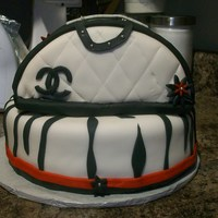 Chanel Bag Cake Chanel purse cake...kinda monotone. All fondant.
