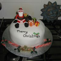 Santa Christmas Cake!   This is a simple but effective christmas cake design. I was really pleased with the result!