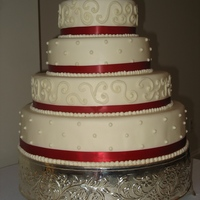 Circle Wedding Cake With Red
