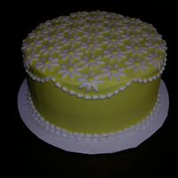 Laura_Daisy.jpg Buttercream with fondant daisies.
