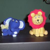 Lion & Elefant   i made this for a baby shower.....
