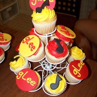 Glee Cuppies Made for a Glee season premier party. White cupcakes w/ bc icing and fondant accents