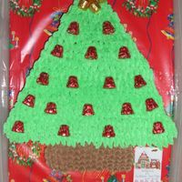 Christmas Tree Cupcake Cake   This was a fun cake I did for a Christmas party. I was told everyone was fighting over teh 'star'. People are funny.