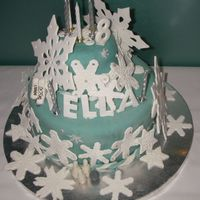 Snowflakes... my first time making this kind of cake...never taken any classes...so its all guess work!
