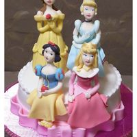 Princess Cake A cake with four gumpaste dolls of Disney's Princess, Belle, Cinderella, Snow White and Aurora.
