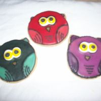Owl Cookies Inspired By Geminirj These are some cookies I did for the September cookie club in the cookie forum. They were inspired by GeminiRJ's amazing owl cookies....