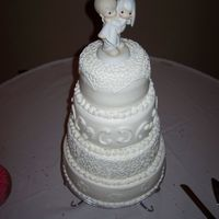Round Wedding Cake made this for a good friend's wedding... my first wedding cake. This was one of 2 cakes for the wedding. all buttercream,