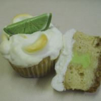 Key Lime Pie Cupcake I love to make cupcakes, and in the summer I love key lime pie. So I decided to combine the two. Graham Cracker cake with a graham cracker...