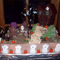 100_1117.jpg my first ever haunted house cake, i think it turned out pretty well..