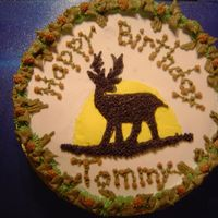 Deer Cake   I used buttercream icing. I made a wreath border to give it a woodsie look. Around the side I piped in camoflauge using tip 16.
