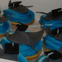 Stingray Graduation Cupcakes