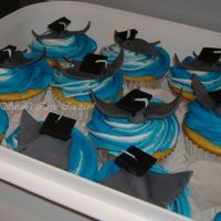 Stingray Graduation Cupcakes Fondant stingrays and mini graduation caps for 5th grade class. The Elementary and Middle School's Mascot is The Sharks. The Middle...