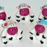 Cows Made from fondant. Inspired by Le Cupcakes, Australia.