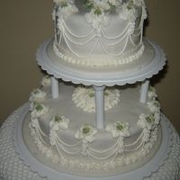 024.jpg   I decorate this cake in foundant and the flowers whit royal icing.