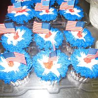 4Th Of July Cuppies I iced these by using a grass tip.