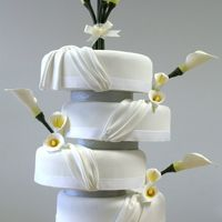 Calla_Lily_Cake.jpg  Simple and elegant. It's tricky to add stem to the calla lilies. I hope I did a good job.Swags are made of 50% gumpaste and 50%...