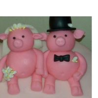 Wedding Pigs Fondant bride and groom pigs used to top a wedding rehearsal dinner cake.