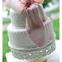 Shimmer Bow Cake I made this cake for a wedding this past weekend. It was very hot and humid that day, so I hope it looked as cute for the wedding as it did...