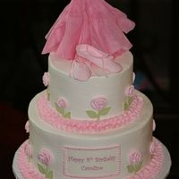 Ballet Birthday Buttercream icing with fondant and gumpaste accents. Tutu made from paper (thank you hubermomof4) . TFL!